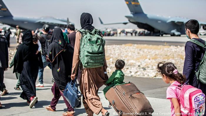 Des réfugiés afghans accueillis au Rwanda et en Ouganda